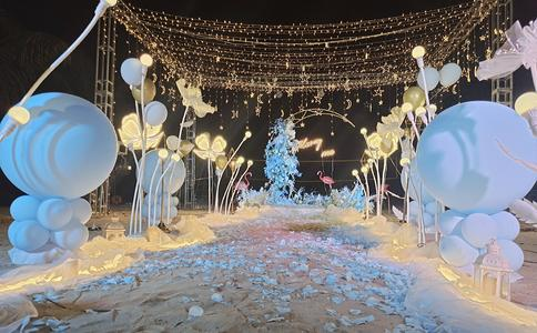 荆州市东湖浪漫求婚 愿有人陪你颠沛流离