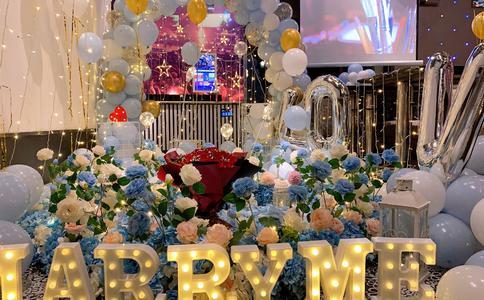 合肥最浪漫的广场求婚 大屏幕的求婚视频感动女友
