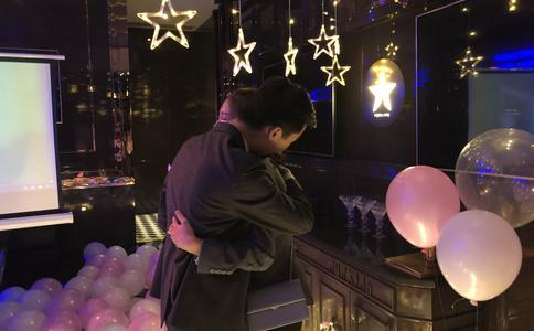 郑州旋转西餐厅浪漫求婚 男女主角演绎现实中的王子与公主