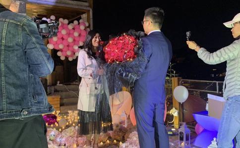 七夕节开封求婚创意 浪漫小书书写唯美爱情