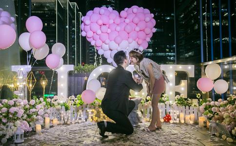 """武汉大学惊喜不断的求婚方式 你就是他唯一的""""赵默笙"""""""
