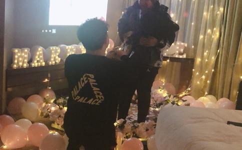 长沙汽车电影院感人求婚视频:6年长跑终于等来这一刻