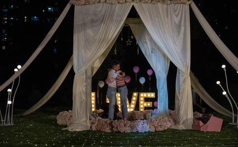 郑州求婚创意赏析 在求婚这种重要的时刻岂能简简单单