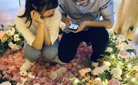 南寧廣場上演千人快閃求婚:幸福新娘現場結婚 高富帥齊歡唱