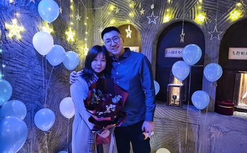 长春广场上烛光夜浪漫求婚 999朵玫瑰的诱惑