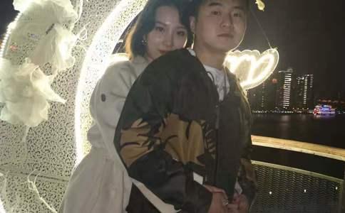 温州富豪开豪车万达广场求婚 只想给她最好的