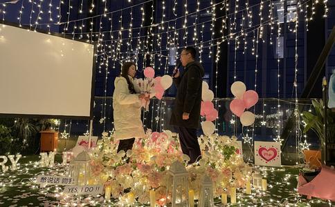 扬州校园最温馨浪漫求婚:让一切回到最初 升华爱的温度