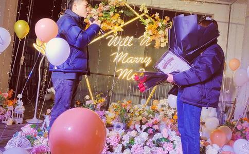 太原奢华浪漫求婚创意 宝马哥路边深情求婚