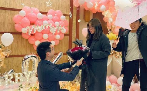 开封开元广场最浪漫的求婚 街舞高手助阵合家欢