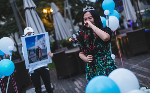丽江古城咖啡厅浪漫求婚 成就999天的爱恋
