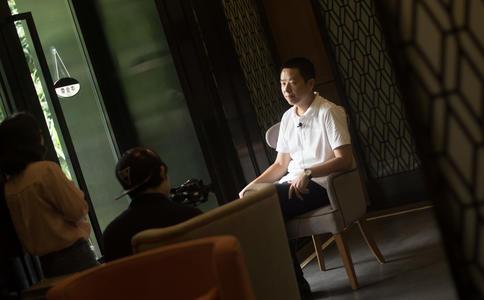 南昌06级学长在休闲广场向学妹浪漫求婚