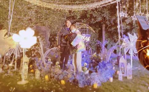 苏州绿宝广场动感求婚 99朵玫瑰舞动我的求婚