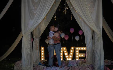 台州惊喜餐厅求婚  对你的爱要让全世界知道