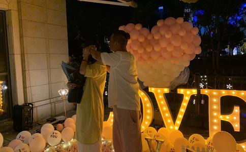 南京理工电光院惊喜求婚 纪念我们终将逝去的青春
