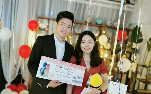 扬州小伙为布置浪漫求婚 打造十米彩虹通道