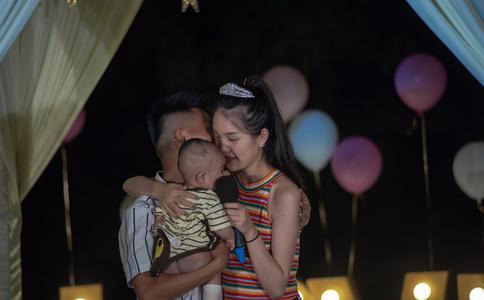 山东淄博浪漫广场求婚 你就是我最爱的女人
