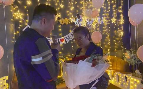 南京繁华商圈快闪求婚 向全世界宣布我要娶你