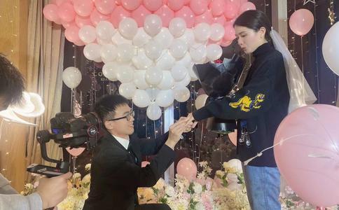 2016适合求婚的歌曲有哪些 南昌求婚情侣的福利时刻