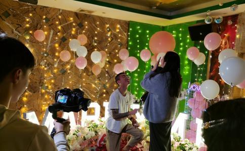 安大毕业典礼上惊现求婚 女生幸福答应毫不犹豫