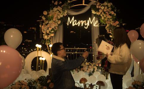 上海向女友求婚該怎么說呢?介紹向女友求婚時說的浪漫求婚詞