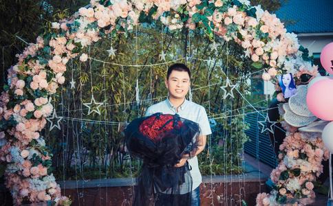 无锡南街快闪求婚视频 帅小伙下跪求婚成功