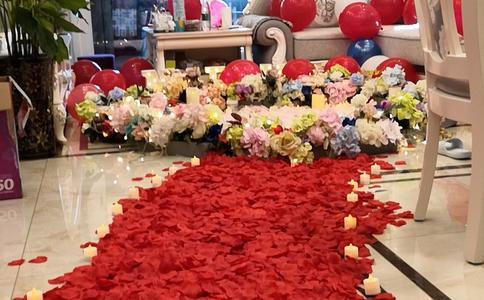 潍坊海水浴场新奇的求婚男方式 温馨浪漫感动爱人