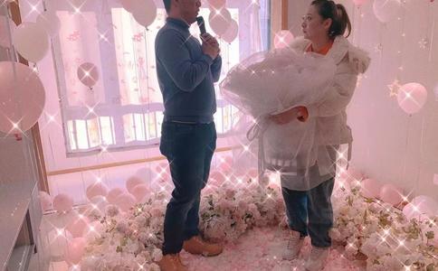 让众人见证承诺的舞台求婚,明星舞台求婚有这些方式
