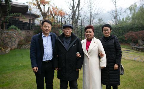 河南郑州最刺激的滑翔伞惊喜求婚 甜蜜情侣双双泪洒天空