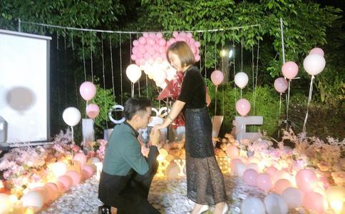 珠海华发商都快闪求婚 万人共同齐见证世纪恋情