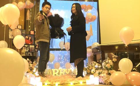北京沙画浪漫求婚视频:为爱结束12年长跑 惊喜创意求婚