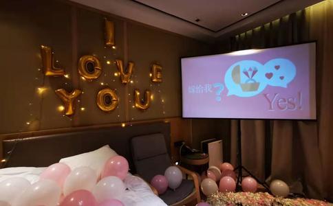 成都一购商场超感人浪漫求婚视频 10年爱情迎来幸福之路