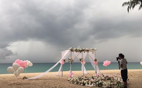 海口沙滩变浪漫使者 霸道摄影师霸占你的一辈子