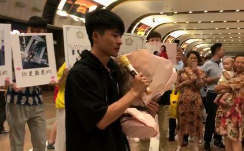 济南土豪情人节策划特别的求婚方式 扎6990元钱花示爱