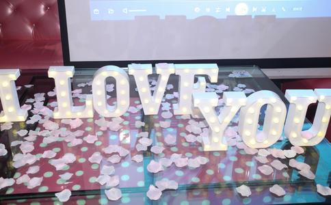 南京白鹭洲公园浪漫求婚 五年爱情迎来生日惊喜幸福