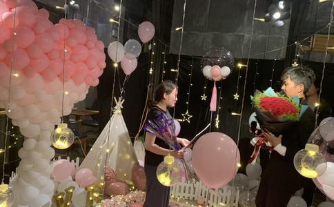 张靓颖31岁生日礼物竟然是男友在演唱会的现场求婚