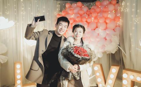 重庆求婚视频:大学城上演异地恋浪漫求婚 爱你不怕异地恋