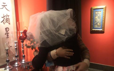 马尔代夫咖啡厅派对求婚创意 浪漫情侣玩出新花YOUNY
