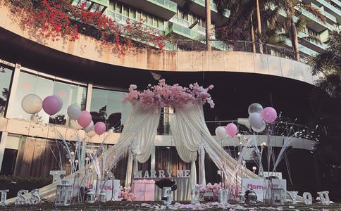 福州戴斯酒店的生日求婚 男主大方补上25年的礼物