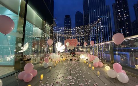 上海求婚戒指 男子制作的爱情文本打动准新娘