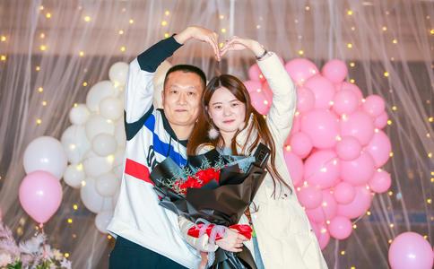 山东淄博大辉完美电影院求婚视频 所有朋友都发出了祝福