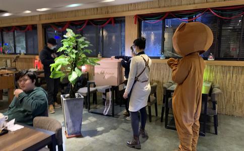 """重庆山城求婚创意:顶尖上的""""浪漫"""""""