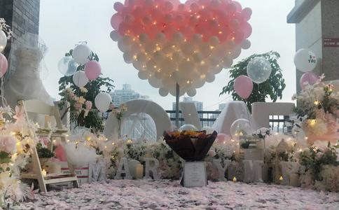 惠州商场惊现快闪求婚 求婚方式越来越新颖