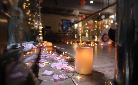 西安画家唯美浪漫求婚 带领着心爱的人走进童话般世界