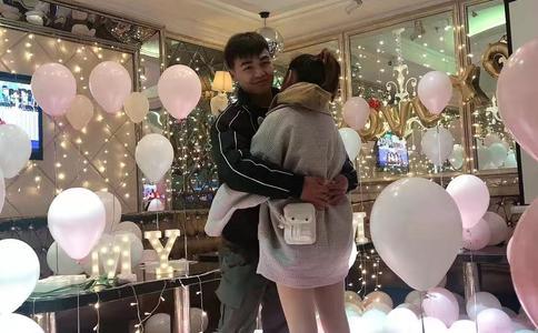 帅小伙李斌合肥KTV求婚策划完美成功 幸福只属于胡灵
