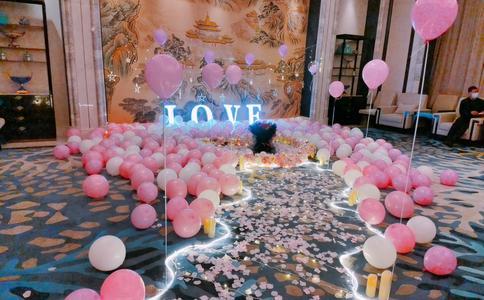 扬州市大公园发生一场惊天动地的求婚 告白催人泪下用情至深