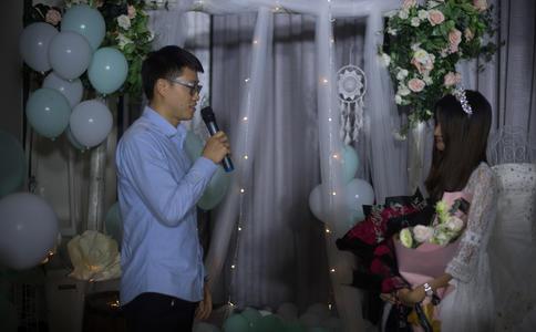 深圳超感人创意快闪求婚 结婚前的惊喜充满无限爱意