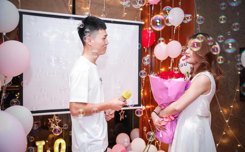 温州小伙浪漫求婚 用最平常的方式给她不一样的浪漫