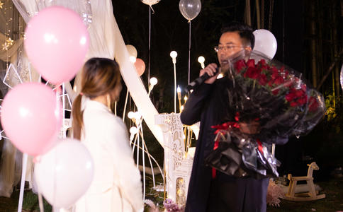 室內ktv浪漫快閃求婚視頻,浪漫室內快閃求婚