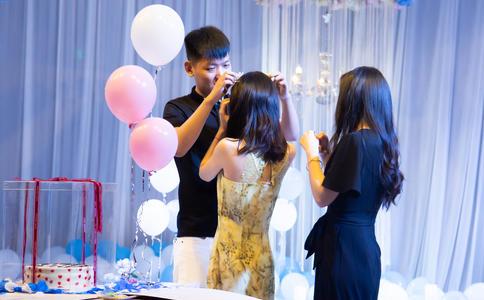扬州6.29商场快闪求婚 全场为其欢呼祝福