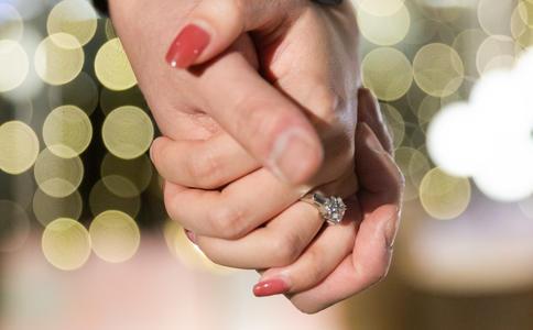 定制乐维斯求婚钻戒 爱情永恒的承诺